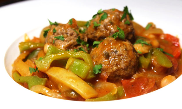 White kidney beans and beef meatballs Spanish-style