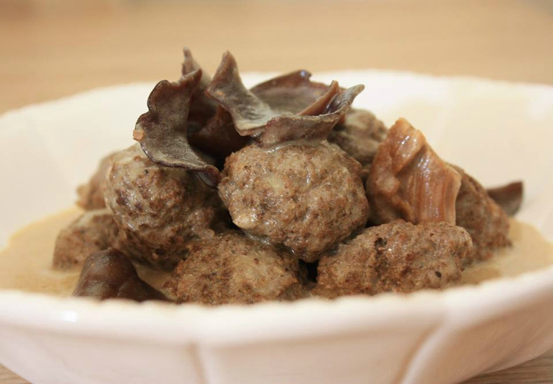 Meatballs of beef with porcini mushrooms in creamy sauce
