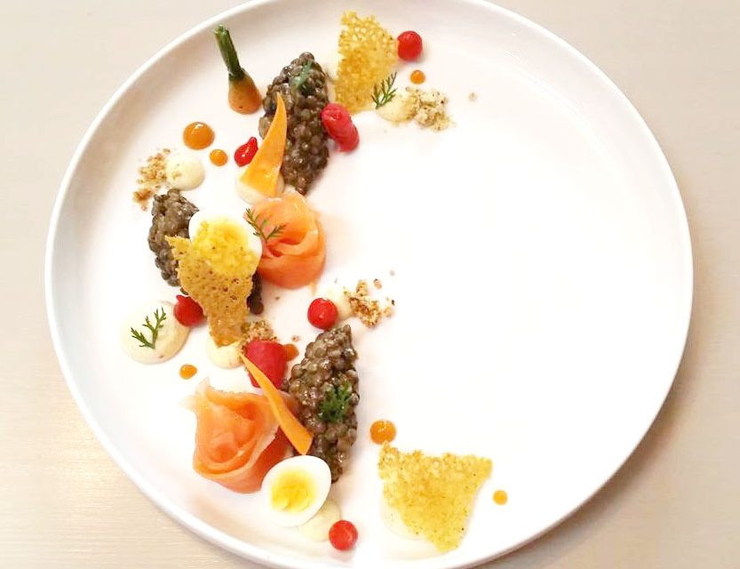 Salade de lentilles, truite, chantilly curry, condiments